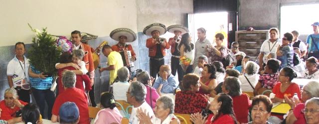 Día del Amor y la Amistad en el Centro Geriátrico Municipal de Manta, Ecuador.