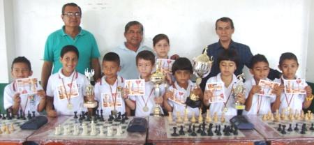 Campeones de ajedrez escolar. Montecristi, Ecuador.