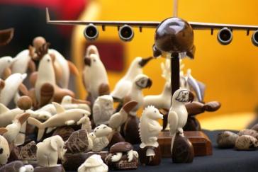 Figurillas de tagua elaboradas artesanalmente en Montecristi.
