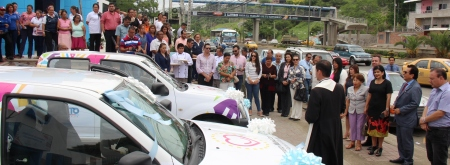 Dos camionetas donadas por el Municipio de Quito para el trabajo del Patronato de Amparo Social de Manta, Ecuador.