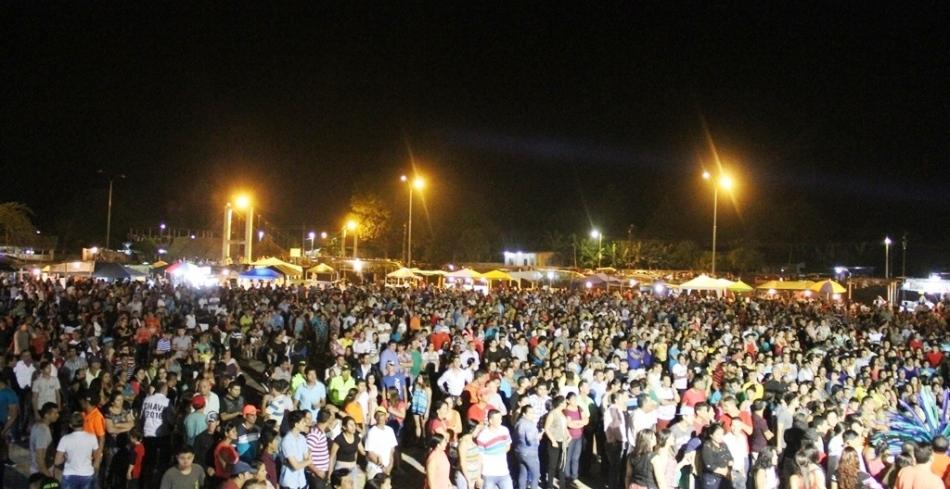 Centro Turístico Platanales, Cantón Bolívar, la noche inaugural de la concha acústica.