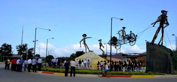 Monumento Los Raidistas en la ciudad de Chone.