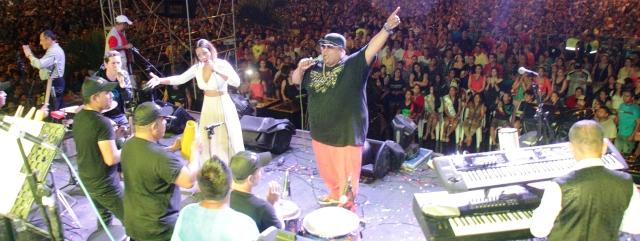 DLG actúa en el Carnavalazo Musical de Manta, Ecuador.
