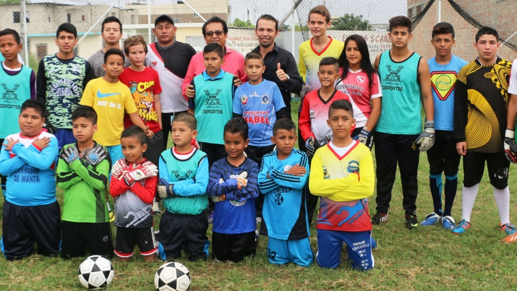 Escuela municipal de formación de arqueros de fútbol de Manta, Ecuador.