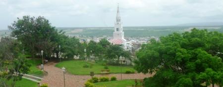 La ciudad de Montecristi, vista desde el Paseo Lúdico. Ecuador.