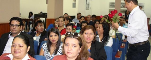 Flores para mujeres periodistas de Manta, Ecuador.