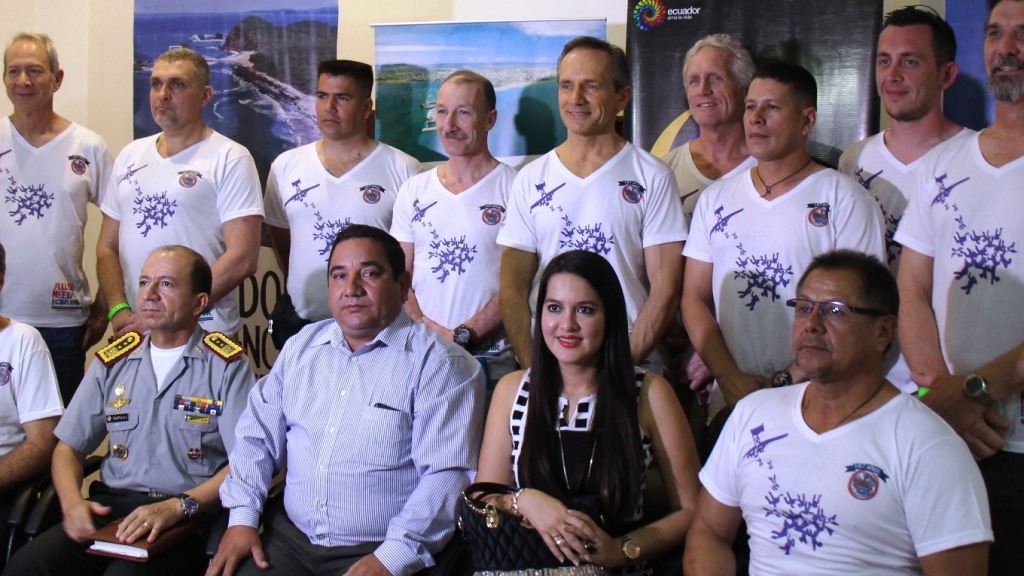 Organizadores y auspiciadores del Festival de Paracaidismo Manta 2016 por el Día del Ejército ecuatoriano.