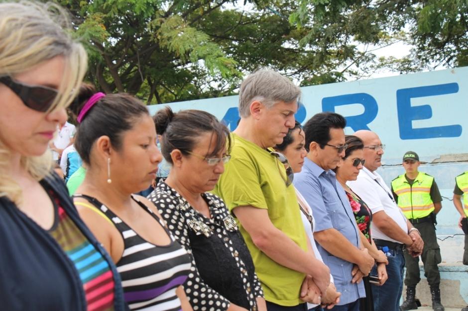 Minuto de silencio oficial en memoria de las víctimas mortales del terremoto del 16 de abril. Manta, Ecuador.