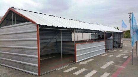Una de las casetas a instalarse en el mercadillo temporal posterremoto. Manta, Ecuador.