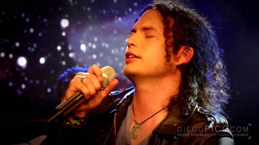 Fausto Miño, cantante