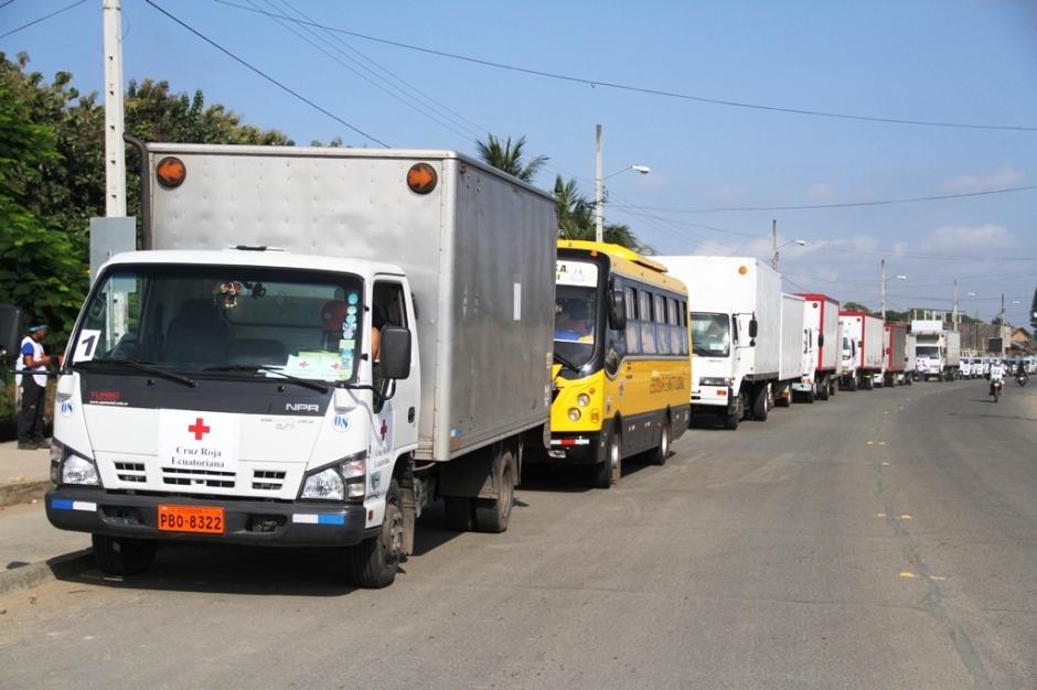 Convoy con ayuda humanitaria de la Cruz Roja internacional para damnificados del terremoto en Calceta. Manabí, Ecuador.