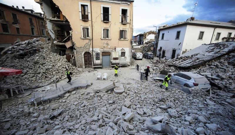 Pueblo de Italia devastado por terremoto.