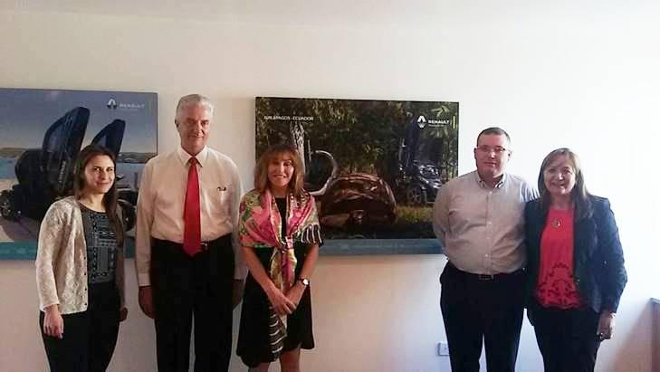 Gil Malo y Gloria Navas (der.), de Ayasa, y los funcionarios de Renault Juan Carlos Duque, Gwenelle Le-Meur y Sandra Domahovski.
