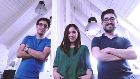 Izquierda a derecha: Paúl Morales, Cindy Villacís y Santiago Rentería, ganadores del UNIGAME 2016.
