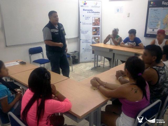 Policía nacional capacita en autocontrol a jóvenes de Montecristi. Manabí, Ecuador.