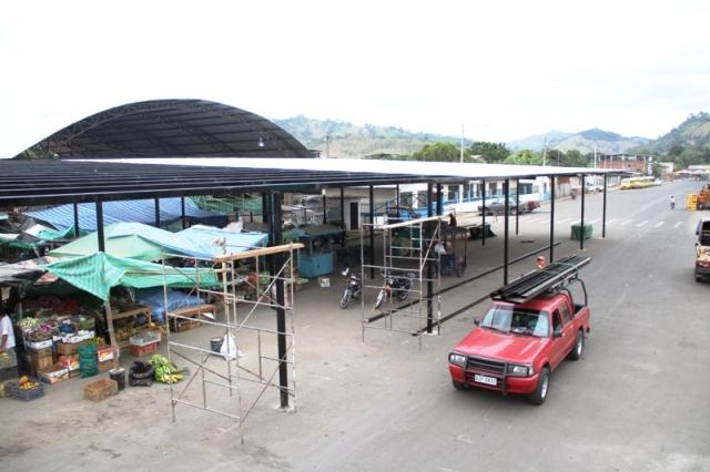 Mercado provisional de abastos en Calceta. Manabí, Ecuador.