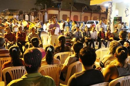 Diálogo alcalde de Manta - dueños de microcomercios en Parroquia Eloy Alfaro. Manabí, Ecuador.