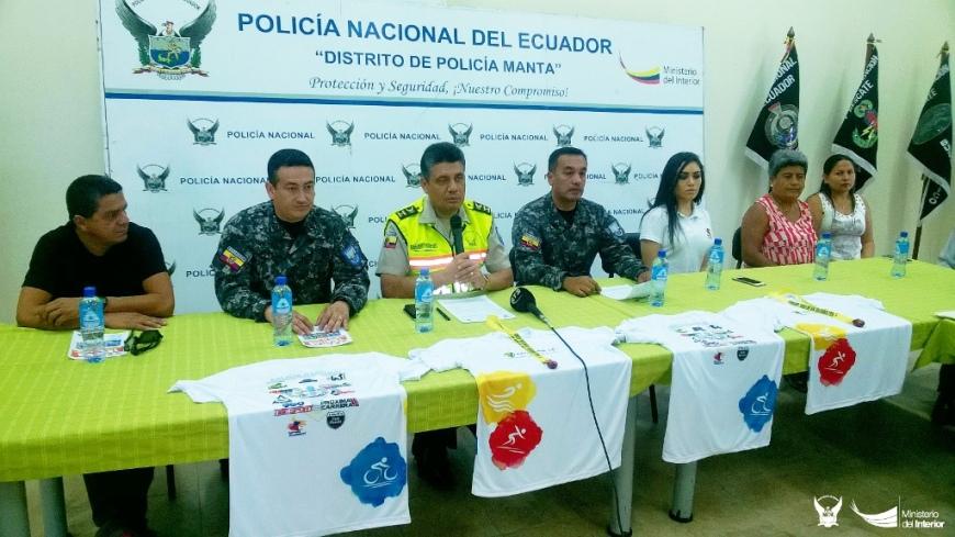 Mandos del GIR policial anuncian un triatlón olímpico solidario con Manabí, Ecuador.