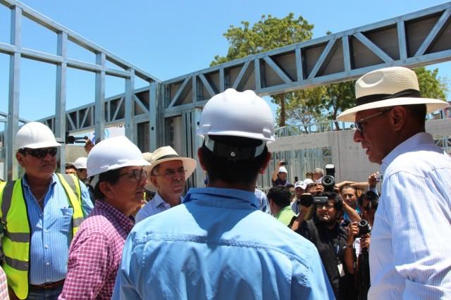 Vicepresidente Jorge Glas visita mercado provisional en construcción, Manta. Manabí, Ecuador.