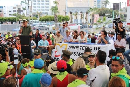 Acto público entrega-recepción bonos para reconstruir viviendas dañadas en terremoto, Manta. Manabí, Ecuador.