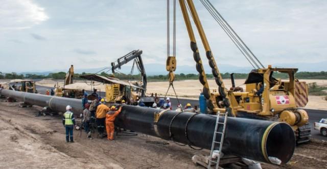 Acueducto en construcción para abastecer a la Refinería del Pacífico en Manta. Manabí, Ecuador.