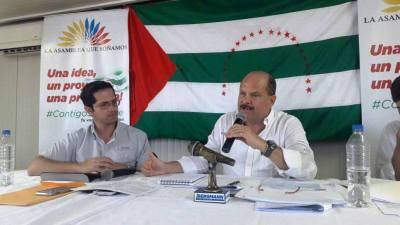 Carlos Bernal y Carlos Bergmann en programa de radio Contigo siempre. Manabí, Ecuador.