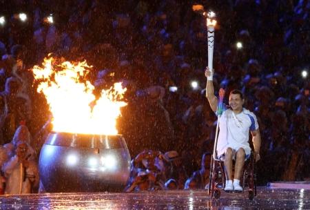 Clodoaldo, el Tiburón de las Piscinas, en el encendido del pebetero de los Juegos Paralímpicos Río 2016.