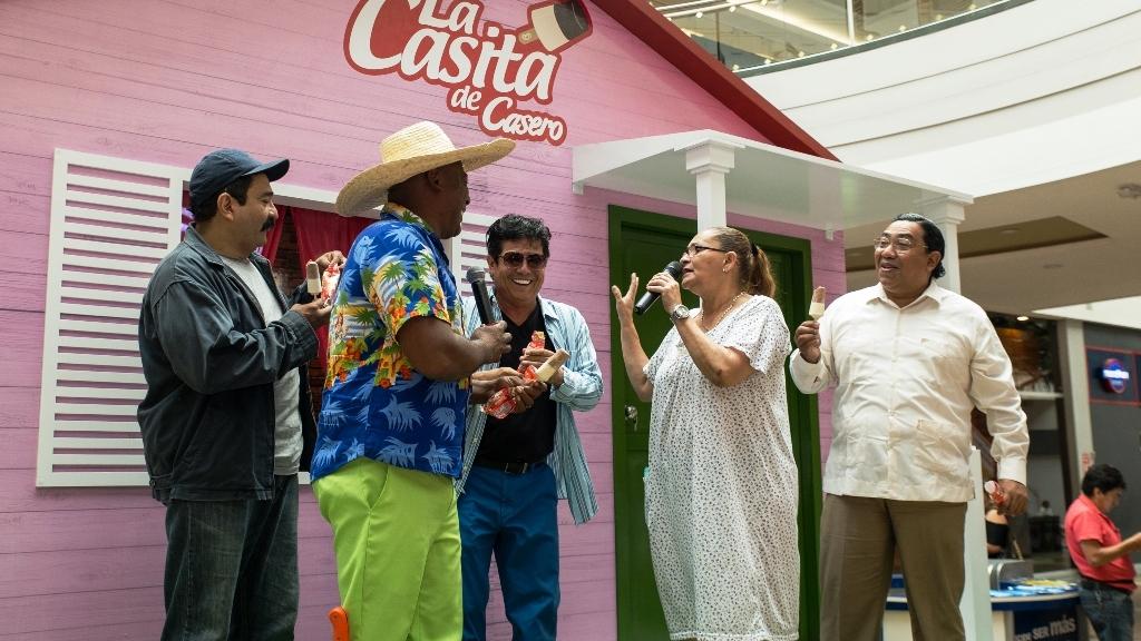 "Elenco de la serie televisiva ecuatoriana ""Mis Adorables Entenados"". Guayaquil, Ecuador."