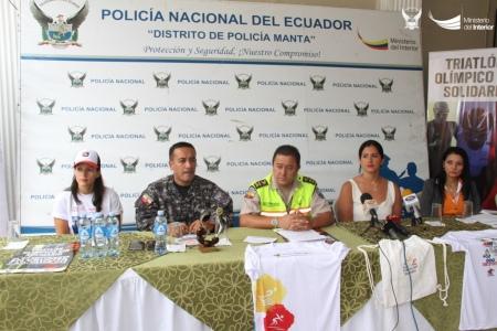 Organizadores del triatlón solidario en Crucita, Portoviejo. Manabí, Ecuador.