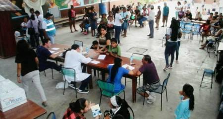 Brigada médica del Patronato municipal de Manta, atiende al público en el Centro Diocesano de Tarqui. Manabí, Ecuador.