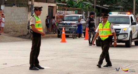 Patrulla policial de a pie. Manabí, Ecuador.