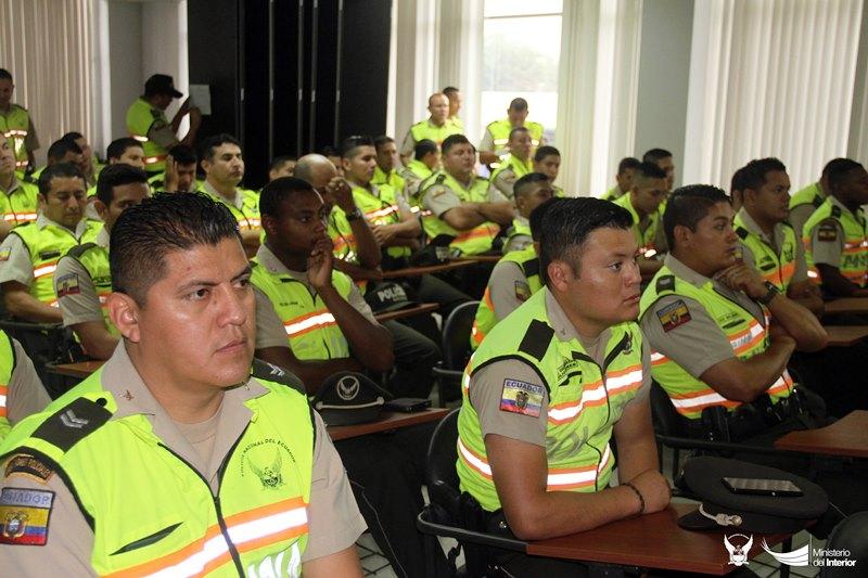Policías comunitarios reciben capacitación para mejorar su desempeño en Portoviejo. Manabí, Ecuador.