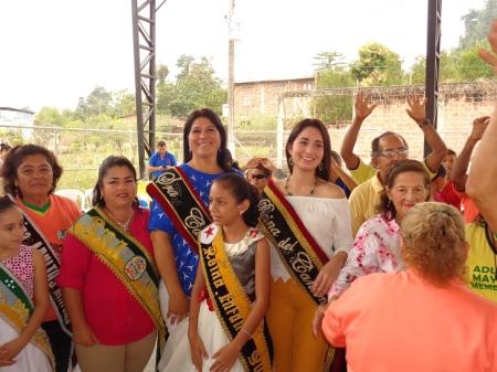 Reinas cantonales en el 1er Encuentro de Adultos Mayores en la Parroquia Membrillo del Cantón Bolívar. Manabí, Ecuador.