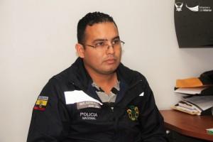 Cabo de Policía Jhonny Alcívar, agente de la DINAPEN. Manta, Ecuador.