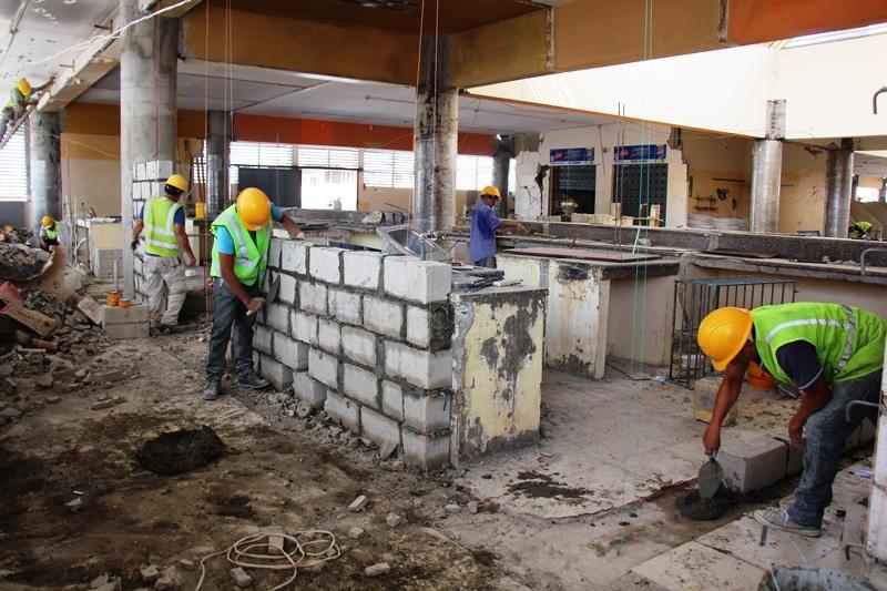 Reparación en área de mesones del mercado central de abastos de Manta. Manabí, Ecuador.