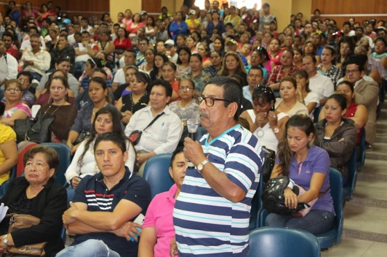 Los comerciantes del Nuevo Tarqui, reunidos en el Patronato Municipal de Amparo Social de Manta.