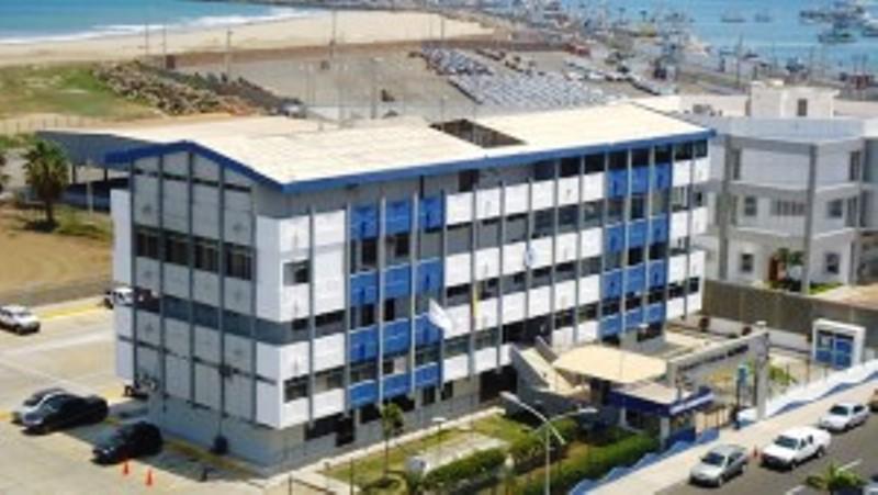 Edificio sede de Autoridad Portuaria de Manta. Manabí, Ecuador.