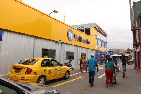 El área del Nuevo Tarqui donde funcionan las tiendas de grandes corporaciones y agencias de entidades bancarias.