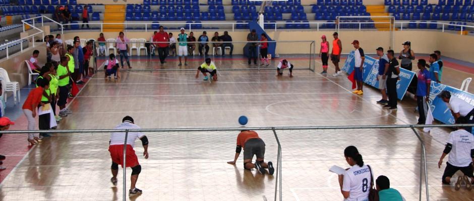 Juego de goalball en Ciudad Deportiva Tohallí, Manta. Manabí, Ecuador.
