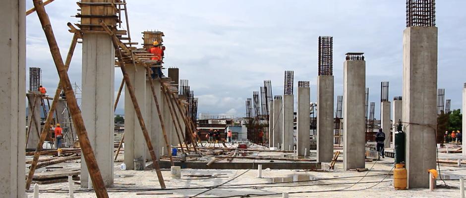 Mercado Municipal Los Esteros en construcción, ciudad de Manta. Manabí, Ecuador.