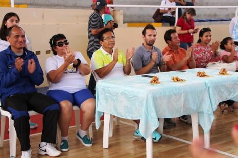 Organizadores e invitados especiales a la inauguración del primer torneo de goalball en la ciudad de Manta.