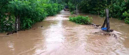 Inundación del Río Garrapata en el sitio San Andrés de Chone. Manabí, Ecuador.