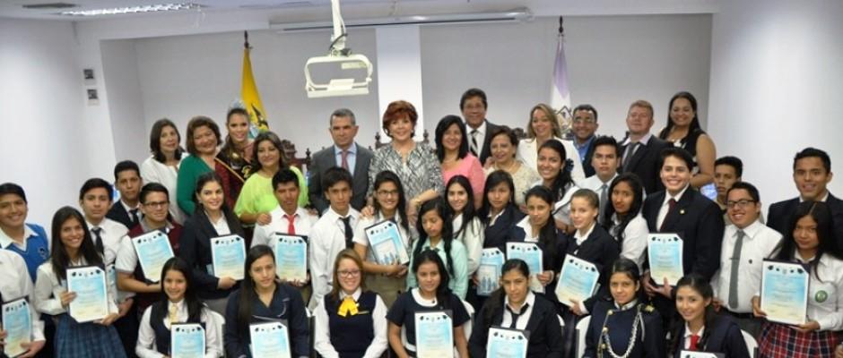 Mejores bachilleres de Manta premiados por la Cámara de Comercio local. Manabí, Ecuador.