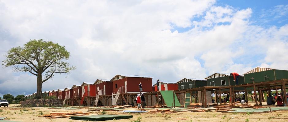 Casitas Hogar de Cristo levantadas en el Barrio Ceibo Renacer de Manta para damnificados del terremoto de abril 2016. Manabí, Ecuador.