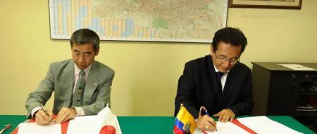El embajador de Japón en Ecuador y el alcalde de Manta. Quito, Ecuador.
