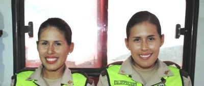 Gemelas Jisenia y Stefanía Espinoza Tovar, miembros de la Policía Nacional. Manabí, Ecuador.