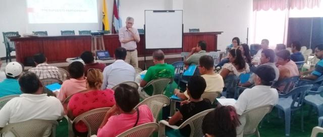 Taller de instrucción acerca de la participación comunitaria en la elaboración del presupuesto municipal en Manta. Manabí, Ecuador.