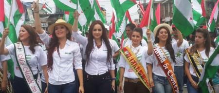 Reinas de belleza de Manabí proclaman la pertenencia a Manabí de La Manga del Cura. Foto: Gobernación de Manabí. Manabí, Ecuador.