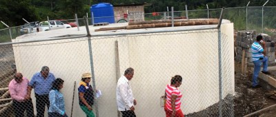 Alcalde y técnicos municipales de Chone sueprvisan la construcción del sistema de agua potable para la Parroquia Chibunga. Manabí, Ecuador.