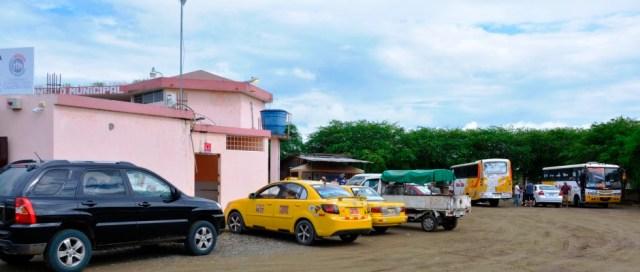 Patio de revisión de vehículos, Dirección Municipal de TRánsito de Chone. Manabí, Ecuador.